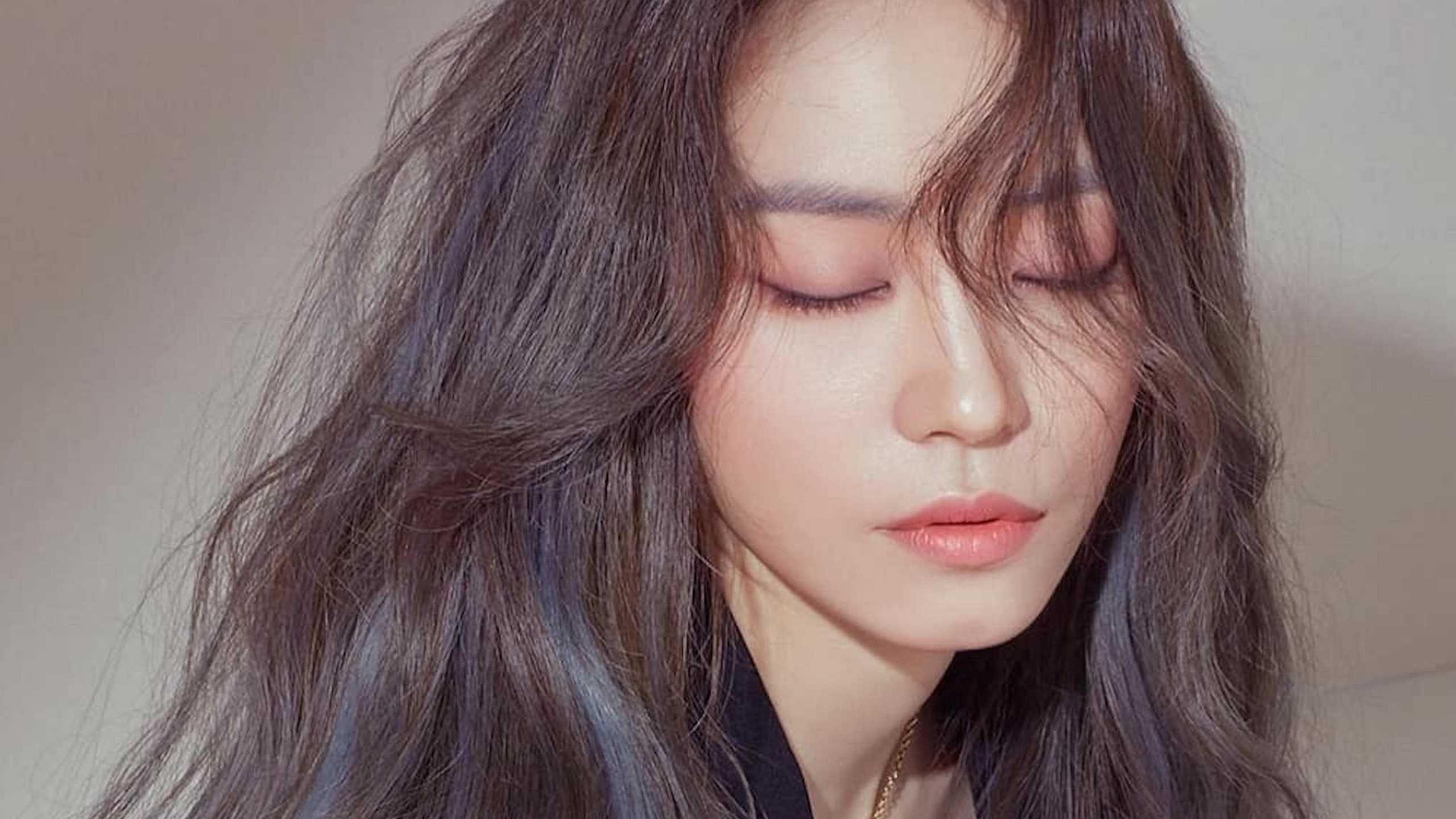 Tutti gli step della beauty routine coreana per capelli splendenti