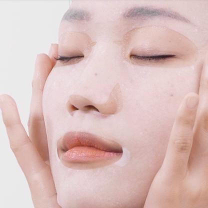 ma:nyo Glac Niacin Essence Mask texture maschera viso